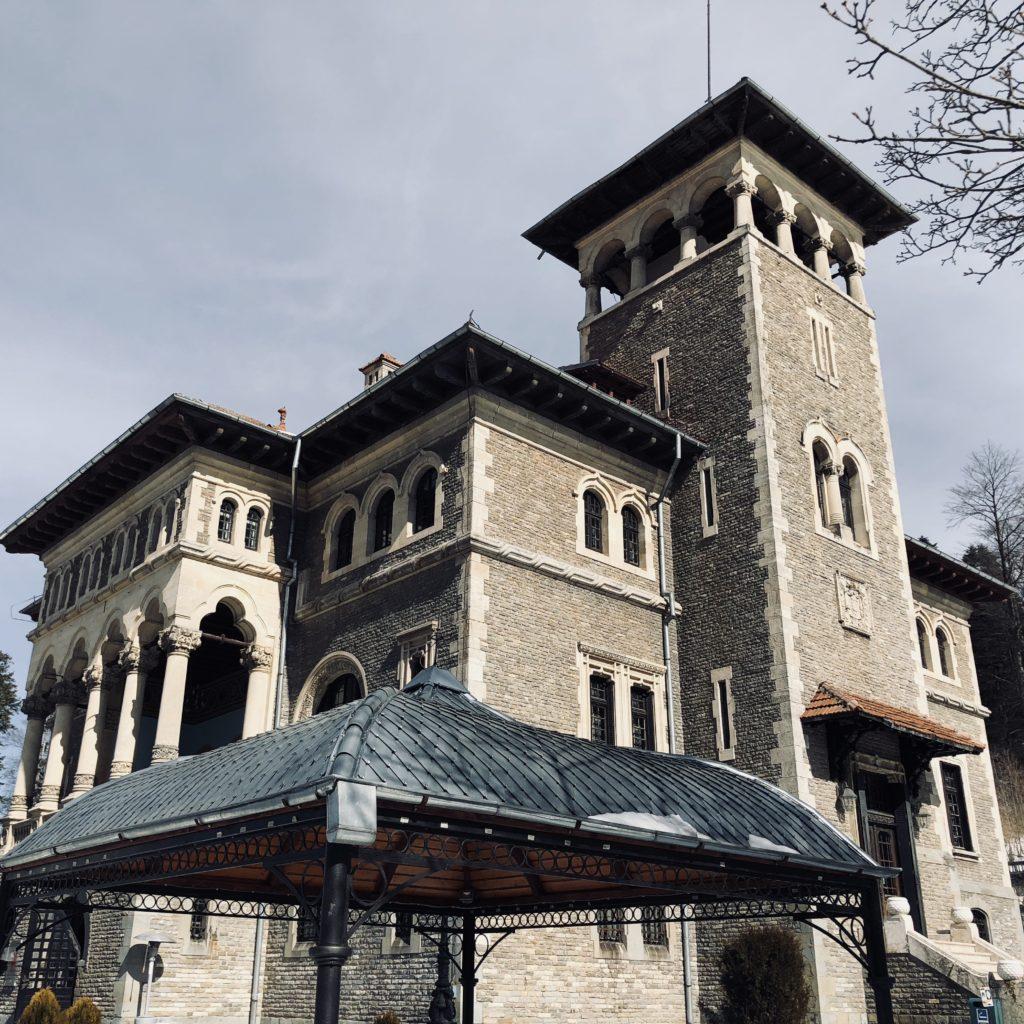 Castelul, văzut din lateral