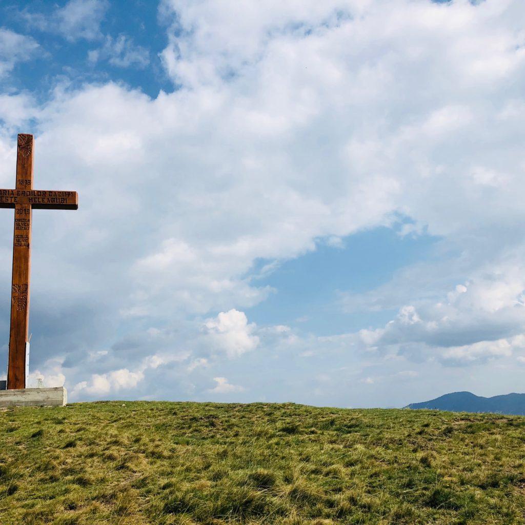 Crucea de lângă lac